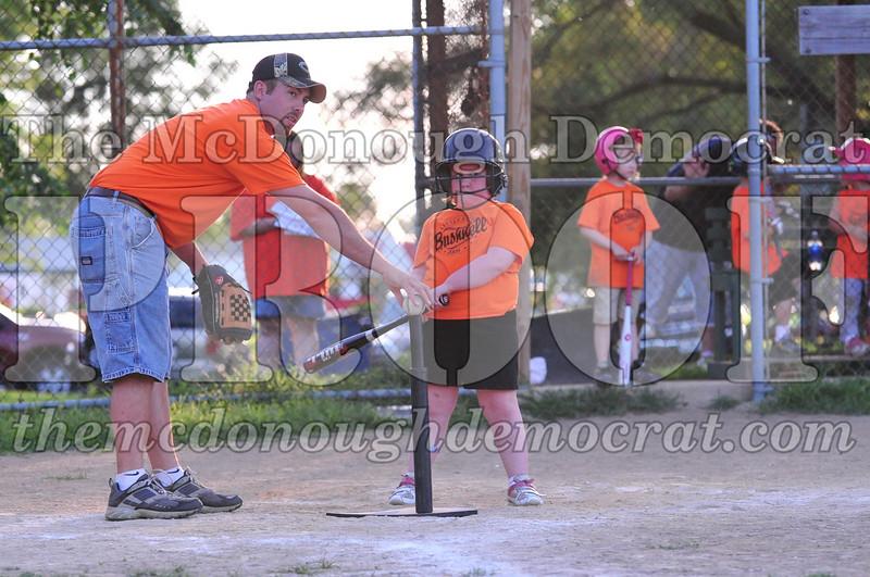 LL T-ball Orange vs Green 07-12-09 069