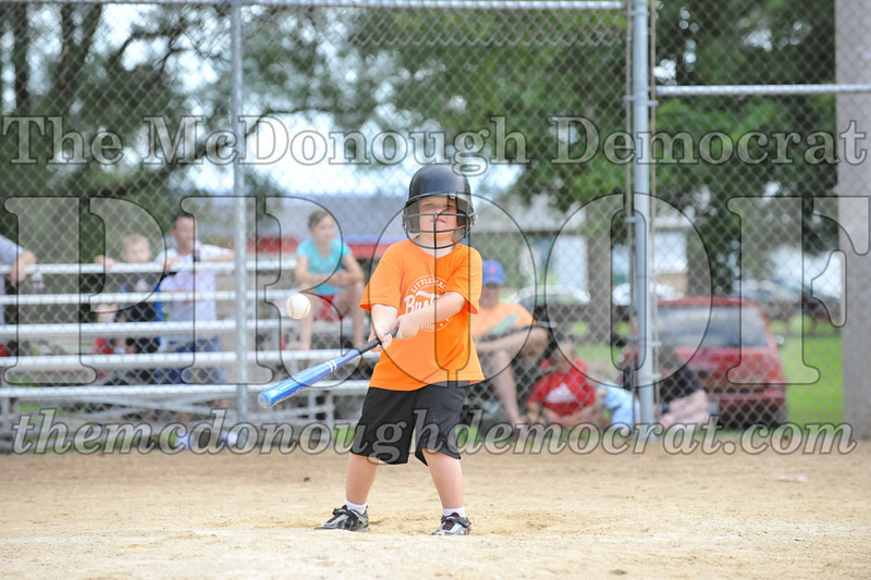 LL T-Ball Orange vs Teal Blue 06-27-10 071