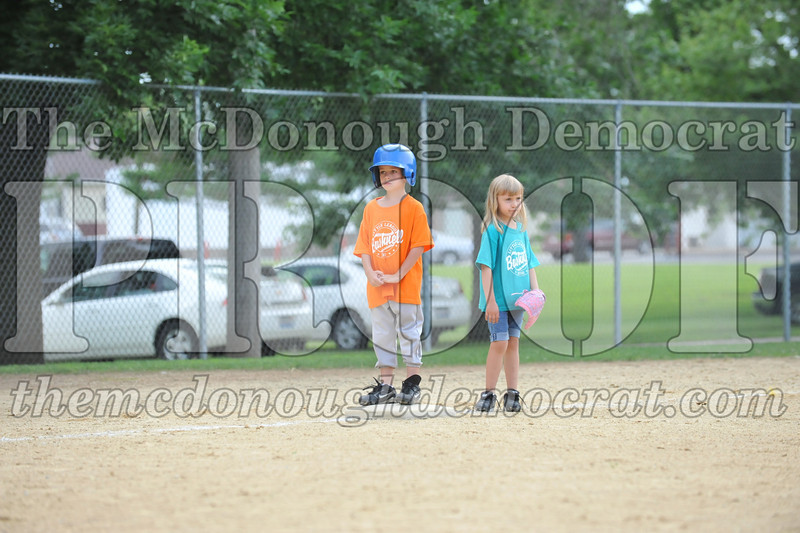 LL T-Ball Orange vs Teal Blue 06-27-10 058