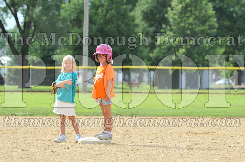 LL T-Ball Orange vs Teal Blue 06-27-10 006