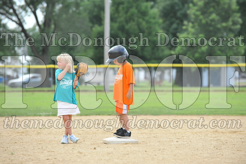 LL T-Ball Orange vs Teal Blue 06-27-10 057