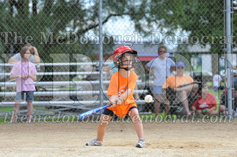 LL T-Ball Orange vs Teal Blue 06-27-10 009