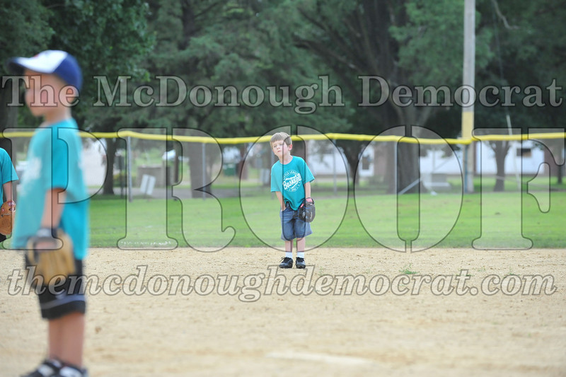 LL T-Ball Orange vs Teal Blue 06-27-10 063