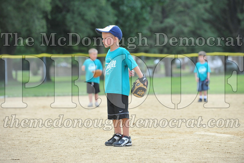 LL T-Ball Orange vs Teal Blue 06-27-10 060