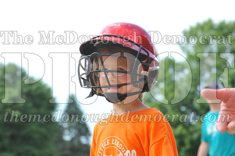 LL T-Ball Orange vs Teal Blue 06-27-10 020