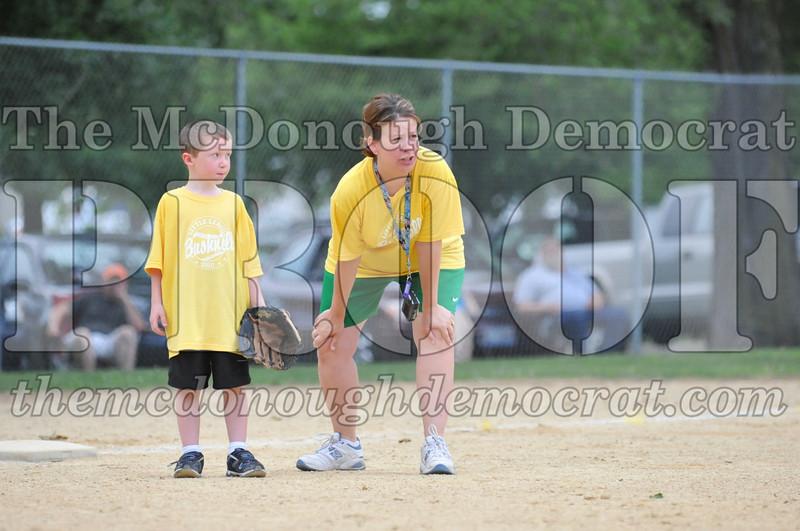 LL T-Ball Yellow vs Blue 06-27-10 001