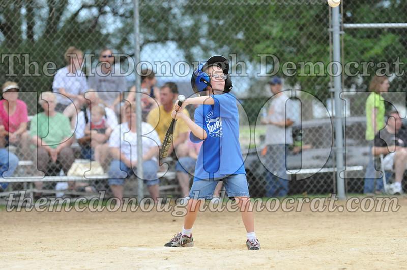 LL T-Ball Yellow vs Blue 06-27-10 043