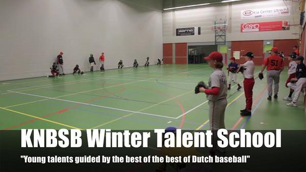 Ook dit jaar organiseert de KNBSB weer de Talentenschool in De Meern. Deze video geeft een impressie van de school die bezocht wordt door honkbal talent uit het gehele land. Druk op de play toets en ga er lekker voor zitten.