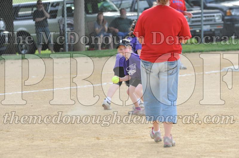 Girls CP Softball 7-8yrs Ipava vs BATS 06-01-11 028