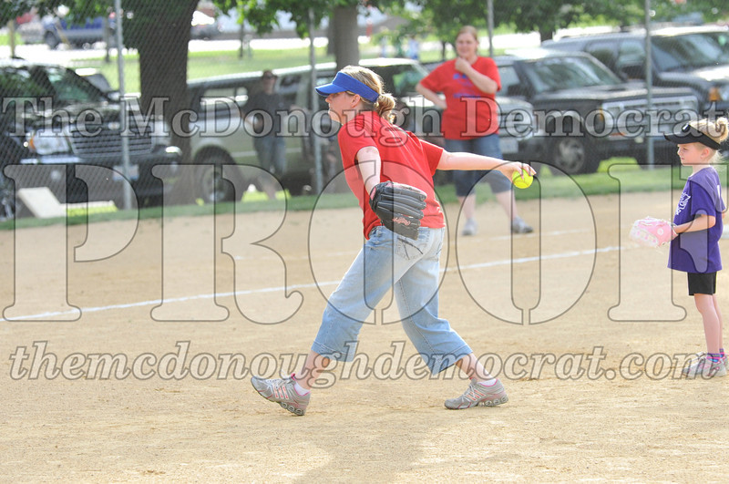 Girls CP Softball 7-8yrs Ipava vs BATS 06-01-11 014
