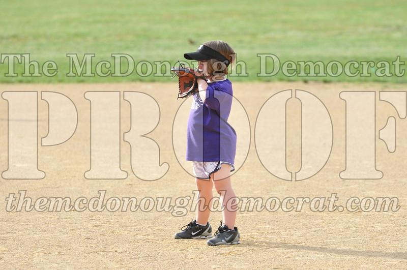 Girls CP Softball 7-8yrs Ipava vs BATS 06-01-11 020