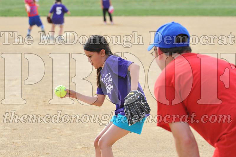Girls CP Softball 7-8yrs Ipava vs BATS 06-01-11 054