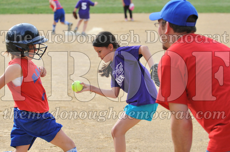 Girls CP Softball 7-8yrs Ipava vs BATS 06-01-11 055
