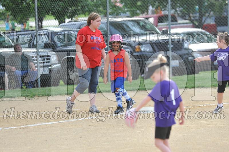 Girls CP Softball 7-8yrs Ipava vs BATS 06-01-11 043