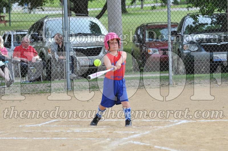 Girls CP Softball 7-8yrs Ipava vs BATS 06-01-11 034