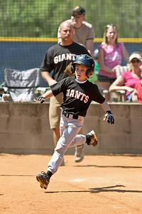 2009 04 25_GiantsVSPirates_0168_edited-1