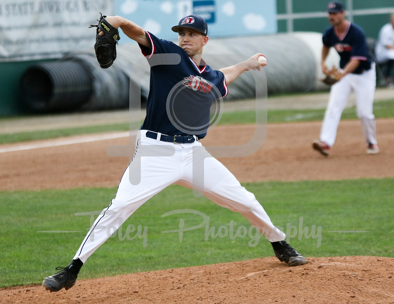 Worcester, MA: Torrington Titans LHP Nick Mondak (17)  of St. John's tosses a pitch during the Worcester  Bravehearts 2-1 victory over the Torrington Titans on 7/7/16.