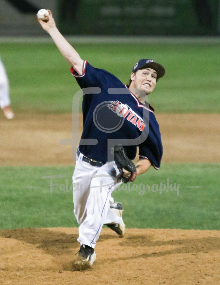 Worcester, MA: Torrington Titans Blair Lewis (16) of Pittsburgh tosses a pitch between the Worcester Bravehearts and the Torrington Titans.