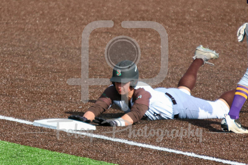 Brown Bears outfielder Rob Henry (4)