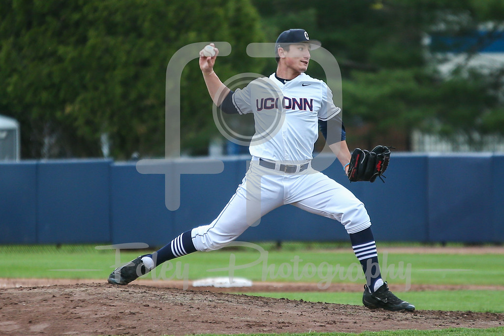 Connecticut Huskies pitcher Ronnie Rossomando (43)