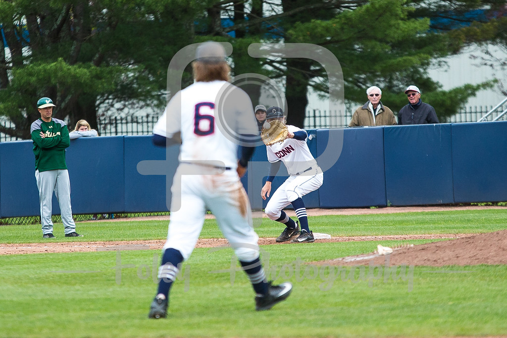 Connecticut Huskies first baseman Chris Winkel (11)