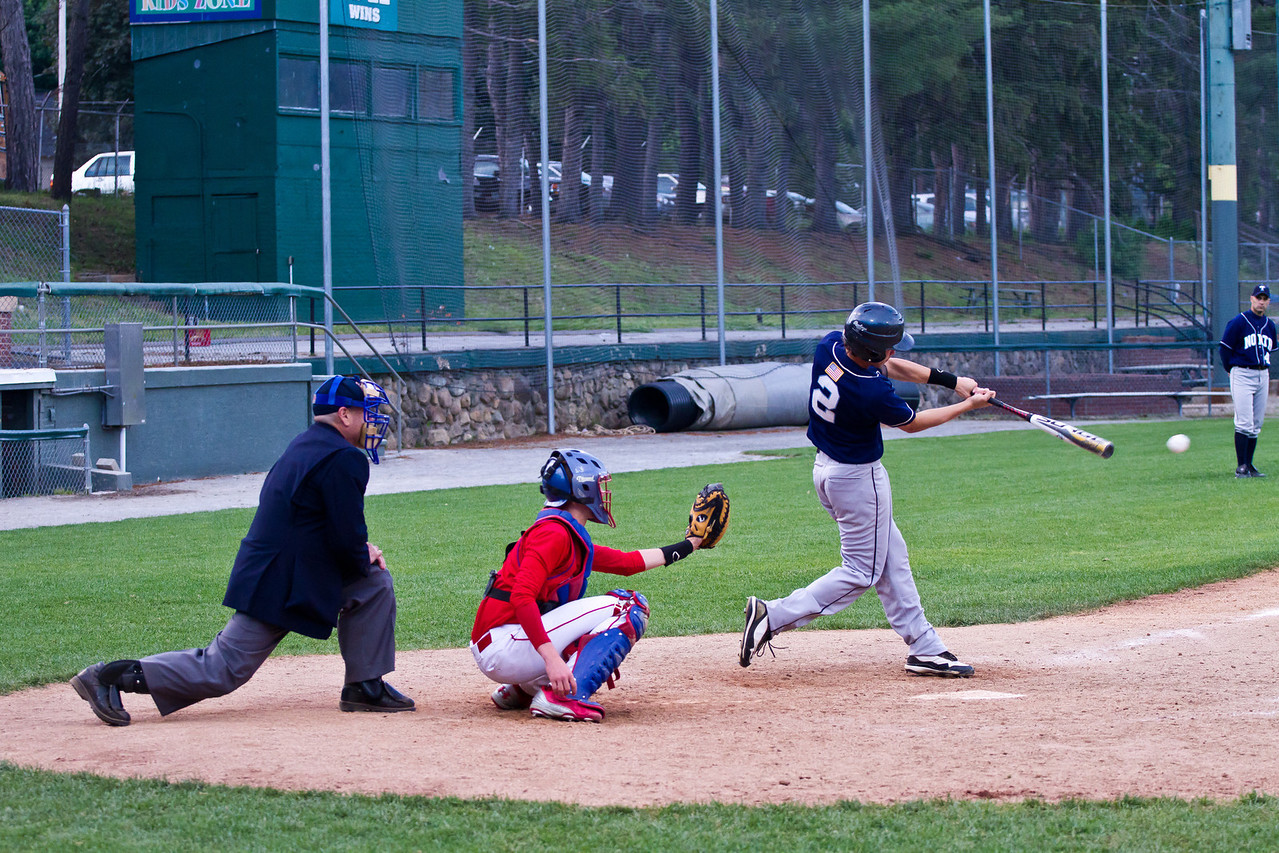 Mike Muise Singles to Right Against Trinity