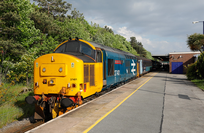 37401, waits in the sun at Barrow before leaving with 2C47 Barrow-Carlisle