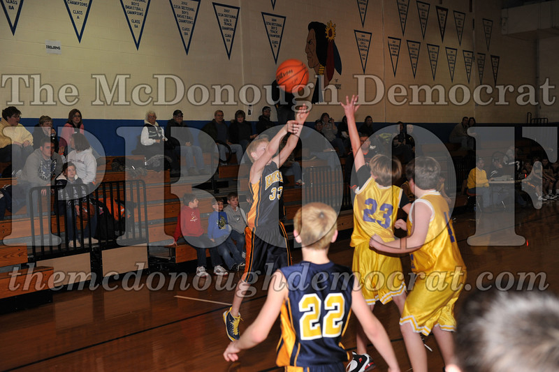 6th gr Knox Blue vs Laharpe 01-02-10 028