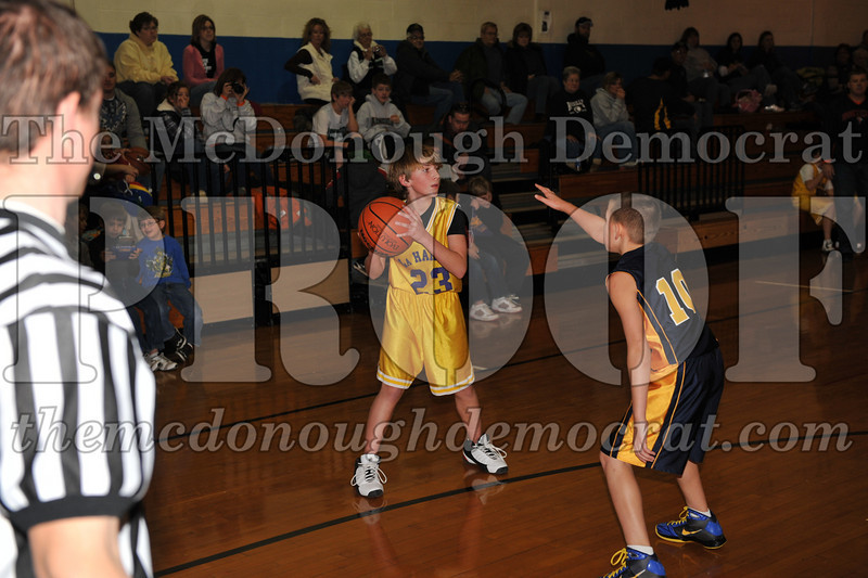 6th gr Knox Blue vs Laharpe 01-02-10 033