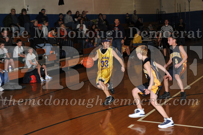 6th gr Knox Blue vs Laharpe 01-02-10 045