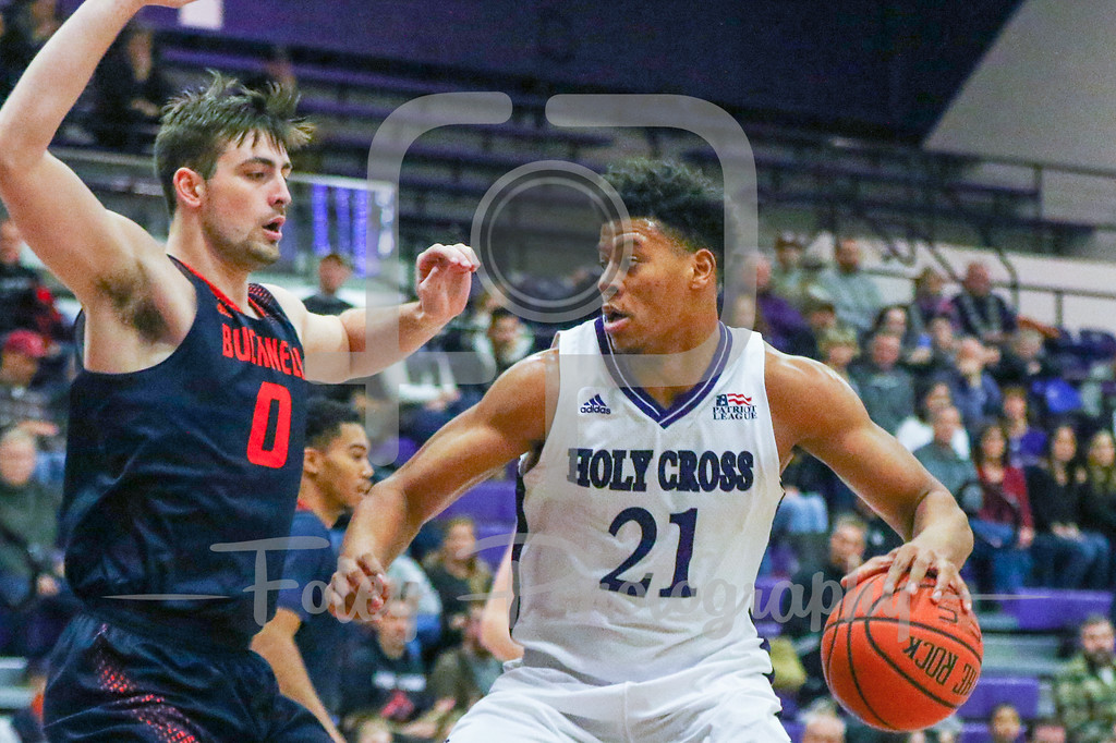Holy Cross Crusaders forward Malachi Alexander (21) Bucknell Bison forward D.J. MacLeay (0)