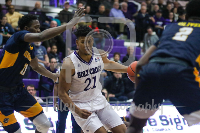 Holy Cross Crusaders forward Malachi Alexander (21)