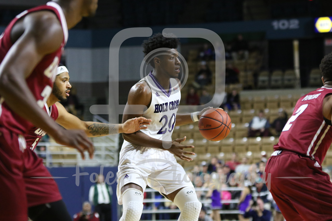 Holy Cross Crusaders forward Jehyve Floyd (20)