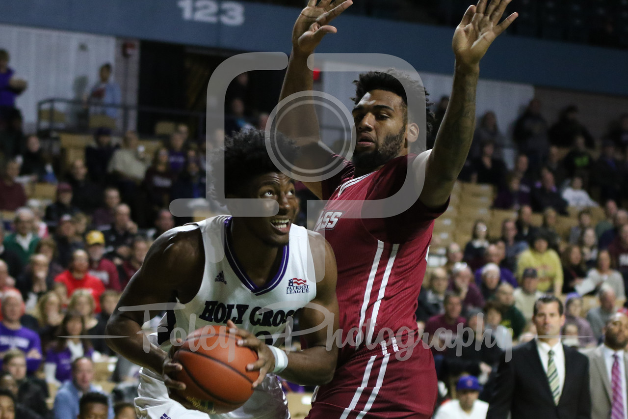 Holy Cross Crusaders forward Jehyve Floyd (20) Massachusetts Minutemen center Rashaan Holloway (45)