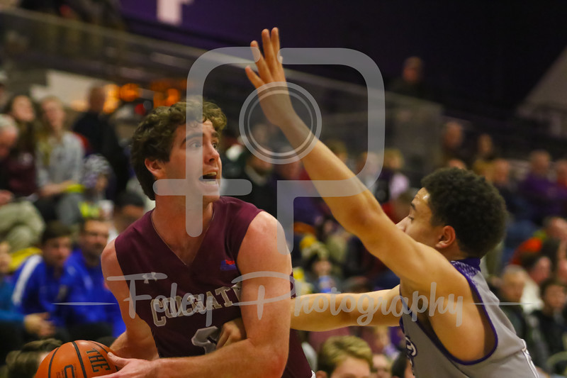 Colgate Raiders guard Sean O'Brien (0) Holy Cross Crusaders guard Caleb Green (0)