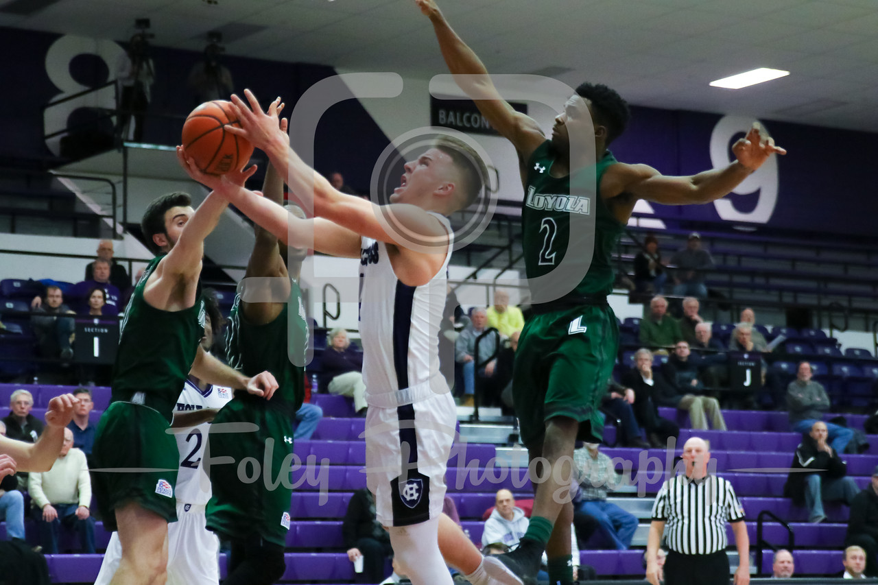 Holy Cross Crusaders guard Austin Butler (4)