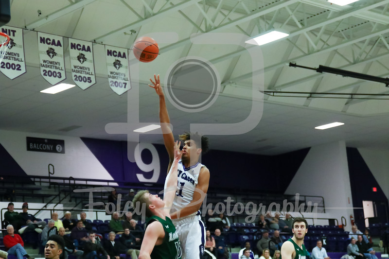 Holy Cross Crusaders forward Jacob Grandison (21)