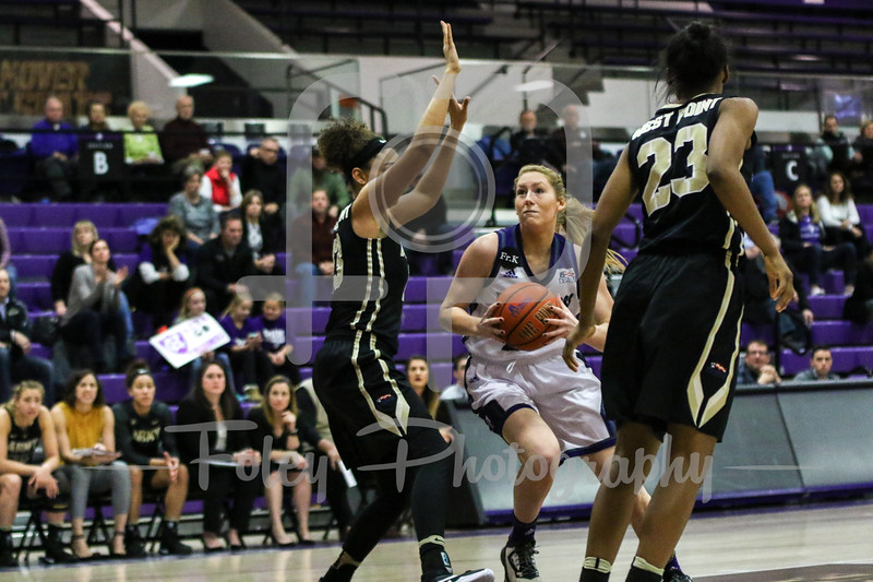 Holy Cross Crusaders forward Lauren Manis (25)
