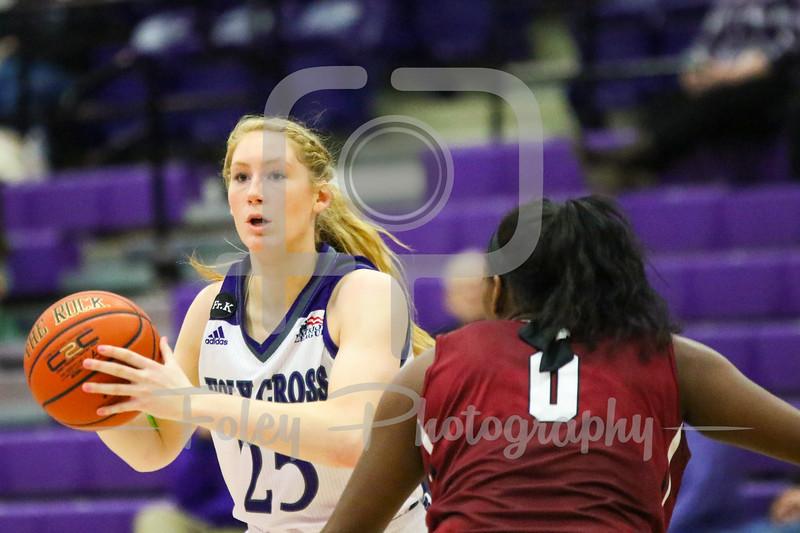 Holy Cross Crusaders forward Lauren Manis (25) Lafayette Leopards guard/forward Olivia Gumbs (0)