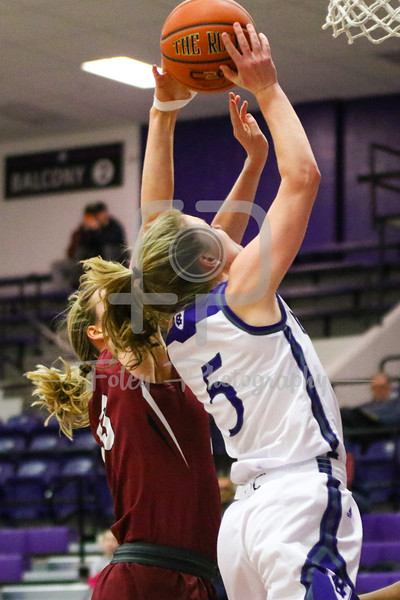 Holy Cross Crusaders guard Katie Doherty (5) Lafayette Leopards forward Ashley Lutz (43)