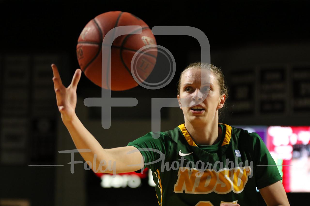 North Dakota State Bison guard Hannah Breske (25)