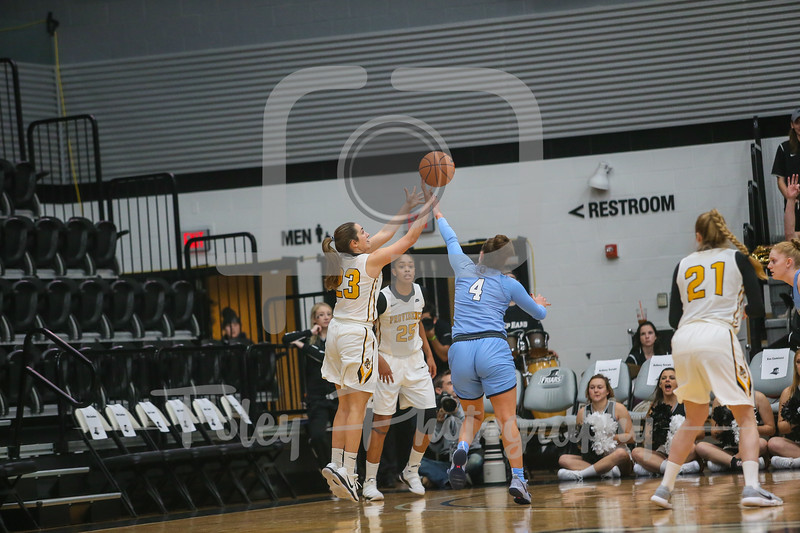Providence Lady Friars guard Clara Che (23) Columbia Lions guard Paige Tippet (4)