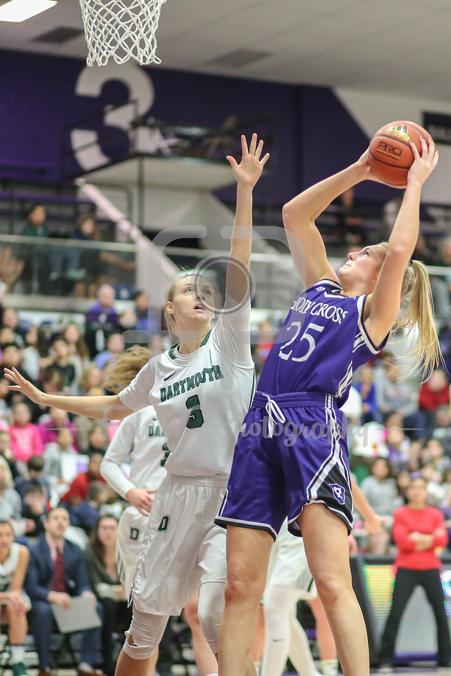 Holy Cross Crusaders forward Lauren Manis (25) Dartmouth Big Green center Olivia Smith (3)