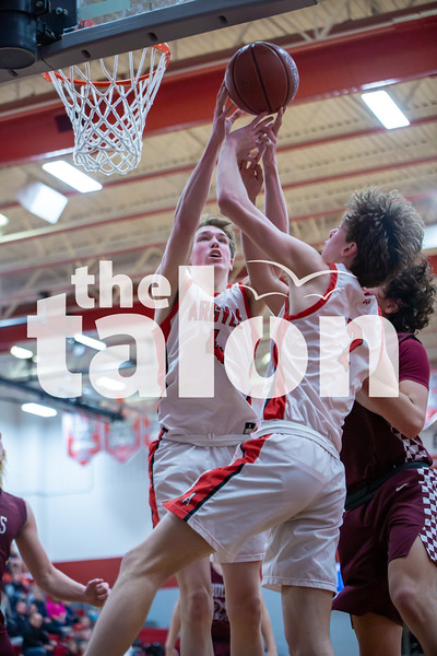 The Eagles defeat Bridgeport at Argyle High School on 2-14-20 (Alex Daggett | The Talon News)