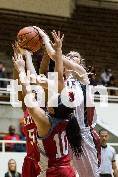 Lady Eagles vs Dallas Carter at Loos Field House in Addison on Feb. 20, 2015. (Photo by Annabel Thorpe / The Talon News)
