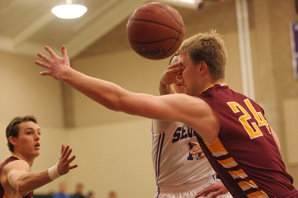 Sequoia Boy's Basketball  vs. M-A Boy's Varsity Basketball 2014-01-31
