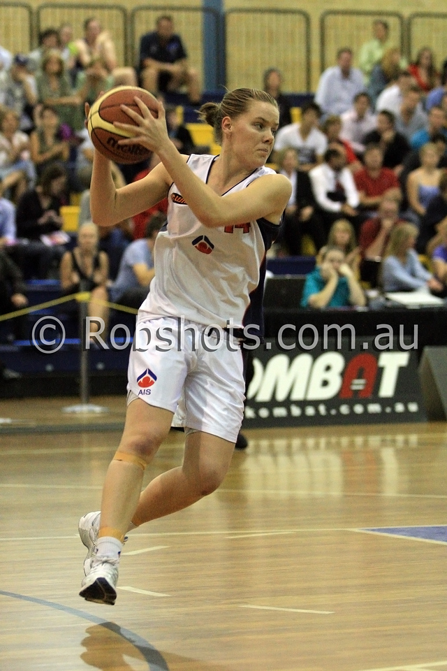 Lara Napier - A.I.S - Images from the 2009/10 WNBL Round 9 match between the Sydney Uni Flames and the Australian Institute Of Sport at the Acuvue Sports Hall, Sydney on Wednesday the 2nd of December 2009. The match was won by Sydney Uni 101-49.   (PHOTO: ROB SHEELEY - SMP IMAGES) These images are intended for editorial use only (e.g. news or commentary print or electronic). Any commercial or promotional use requires additional clearance.