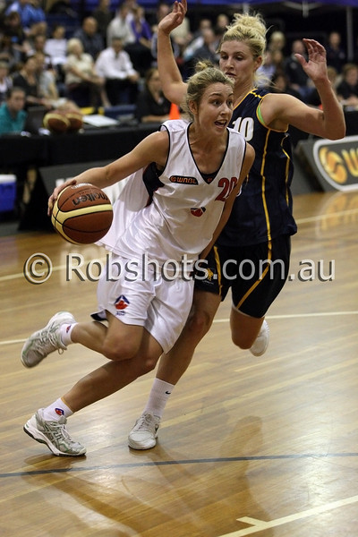 Madeleine Taylor - A.I.S - Images from the 2009/10 WNBL Round 9 match between the Sydney Uni Flames and the Australian Institute Of Sport at the Acuvue Sports Hall, Sydney on Wednesday the 2nd of December 2009. The match was won by Sydney Uni 101-49.   (PHOTO: ROB SHEELEY - SMP IMAGES) These images are intended for editorial use only (e.g. news or commentary print or electronic). Any commercial or promotional use requires additional clearance.