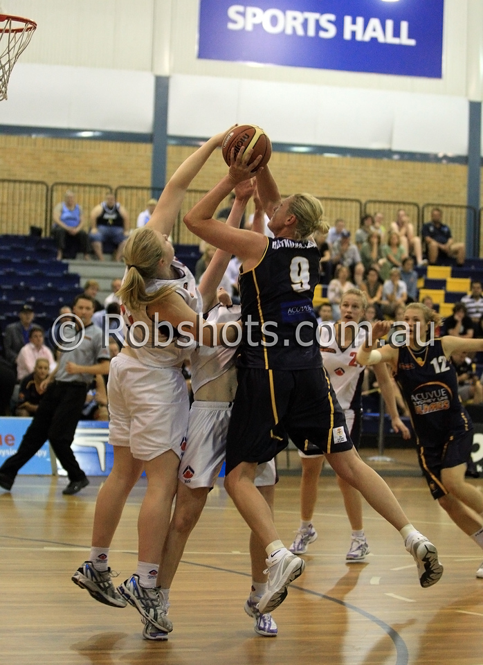 Suzy Batkovic-Brown - Sydney Uni Flames has her shot blocked by 2 AIS defenders - Images from the 2009/10 WNBL Round 9 match between the Sydney Uni Flames and the Australian Institute Of Sport at the Acuvue Sports Hall, Sydney on Wednesday the 2nd of December 2009. The match was won by Sydney Uni 101-49.   (PHOTO: ROB SHEELEY - SMP IMAGES) These images are intended for editorial use only (e.g. news or commentary print or electronic). Any commercial or promotional use requires additional clearance.