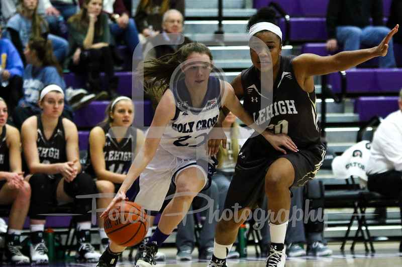 Holy Cross Crusaders guard Nicole Morris (22) Lehigh Mountain Hawks guard Quinci Mann (20)